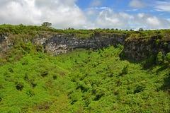 Двойные вулканические кратеры, остров Santa Cruz, Галапагос стоковые изображения