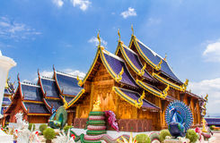 Двойные павлины защищая буддийскую церковь, sally вертепа запрета видят Стоковые Изображения RF