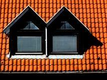 Двойные Dormers с крышей глины терракоты стоковые изображения