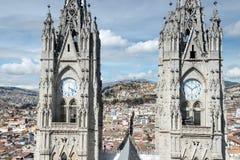 Двойные steeples del Voto Nacional базилики, Кито, эквадора Стоковое Изображение