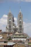 Двойные steeples del Voto Nacional в Кито, Ecuado базилики Стоковое фото RF