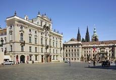 Дворец архиепископа в Праге взгляд городка республики cesky чехословакского krumlov средневековый старый Стоковые Фотографии RF