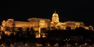 Дворец Будапешта королевский к ноча стоковое фото