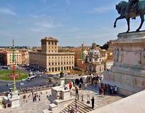 Дворец Венеция Рима Италии увиденная от алтара родины стоковые изображения