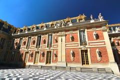 Дворец Версаль расположен в центре города расположен о 16 милях снаружи Стоковое фото RF