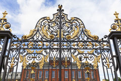 Дворец в садах Kensington, декоративный строб Kensington, Лондон, Великобритания Стоковая Фотография RF