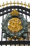 дворец гребеня buckingham королевский Стоковая Фотография
