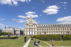 Дворец жалюзи и взгляд сада Тюильри в Париже, Франции стоковые изображения rf