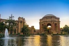 Дворец изящных искусств, Сан-Франциско, на сумраке. Стоковые Фотографии RF