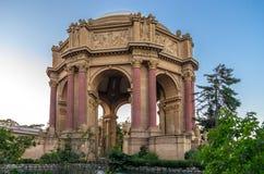 Дворец изящных искусств, Сан-Франциско, на сумраке. Стоковые Изображения RF