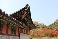 Дворец императора корейский, дворец в осени, Сеул Gyeongbokgung, Южная Корея Стоковое фото RF