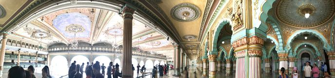 Дворец Индии Майсура, потолок 02 резного изображения искусства стоковые изображения rf
