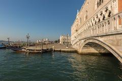 Дворец и гондола дожа в Венеции Стоковая Фотография