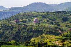 Дворец и красивые зеленые долины Mandu Стоковое Изображение