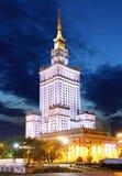 Дворец культуры и науки на ноче в центре города Варшавы, Po Стоковое фото RF