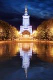Дворец культуры и науки в Варшаве, Польше на ноче Стоковые Фотографии RF