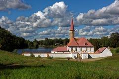 Дворец монастыря в Gatchina около Санкт-Петербурга, России стоковое фото rf