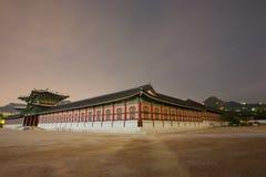 дворец ночи gyeongbokgung унылый Стоковая Фотография