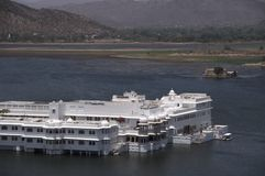дворец озера стоковое фото rf