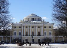 Дворец Павловска Взгляд собора Андрюа апостола Россия стоковое изображение rf