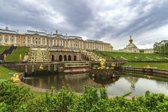 Дворец Санкт-Петербург Россия Peterhof Стоковое фото RF