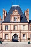 Дворец фасада Фонтенбло на дневном свете стоковое фото