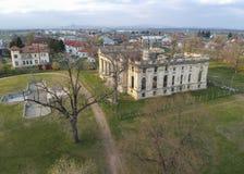Дворец Cantacuzino в Floresti, Румынии, архитектурноакустическом воздушном изображении стоковая фотография