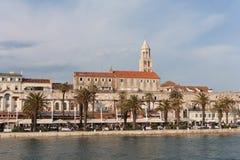 Дворец Diocletian в разделении от моря Стоковое Фото