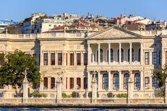 Дворец Dolmagahce от Marmara Стоковые Изображения RF