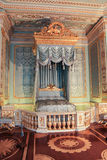 Дворец Gatchina золотой спальни внутренний Стоковые Изображения