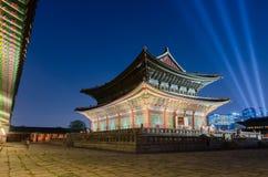 Дворец Gyeongbokgung на ноче в Сеуле, Южной Корее Стоковое Изображение