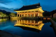 Дворец Gyeongbokgung на ноче в Южной Корее Стоковое Изображение RF