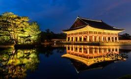 Дворец Gyeongbokgung на ноче Стоковая Фотография