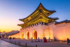 Дворец Gyeongbokgung, фронт строба Gwanghuamun в городском Seou Стоковое Изображение RF
