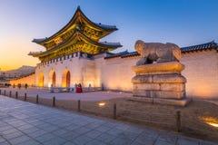 Дворец Gyeongbokgung, фронт Gwanghwamun в городском Сеуле Стоковые Фото