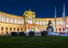 Дворец Hofburg и статуя принца Евгения на ноче, вены, Австрии стоковая фотография rf