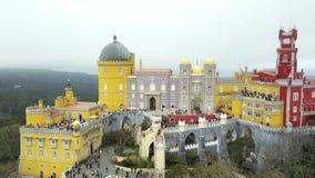 Дворец Pena, замок Romanticist в муниципалитете Sintra, района Португалии, Лиссабона, большого Лиссабона, вида с воздуха