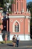 Дворец Petroff башня выравнивая летний день жары в июле стоковое изображение