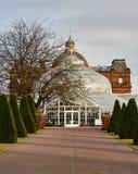 Дворец ` s людей расположенный в популярном парке зеленого цвета Глазго служит как wintergarden, кафе и музей стоковая фотография