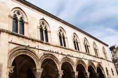 Дворец ` s пастора в Дубровнике построил в готическом стиле, при гармонично combinated ренессанс и барочные элементы, стоковое изображение rf