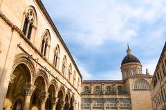 Дворец ` s пастора в Дубровнике построил в готическом стиле, при гармонично combinated ренессанс и барочные элементы, стоковая фотография