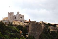 Дворец ` s принца Монако вдоль среднеземноморского Стоковая Фотография