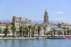 Дворец ` s Diocletian католическая Хорватия сперва ввела массового священника разделенного к диалект кто Стоковое Изображение RF