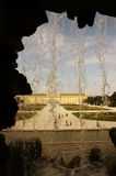 Дворец Schonbrunn от фонтана Стоковая Фотография