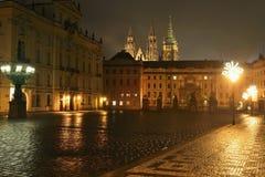 Дворца архиепископа в Праге к ноча Стоковое Фото
