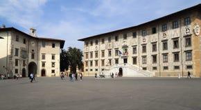 Дворцы на рыцарях придают квадратную форму в Пизе, Италии Стоковые Изображения