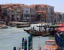 Дворцы рядом с грандиозным каналом в Венеции Стоковые Изображения RF