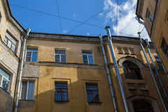 Дворы форм структуры в Санкт-Петербурге, России зодчество Стоковая Фотография