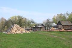 Двор деревни в раньше может стоковое изображение