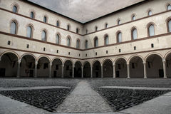 Двор замка в торговом центре Италии милана Стоковое Изображение